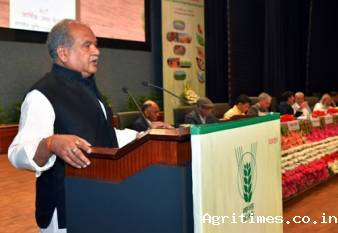 agri-minister-reviews-icar-activities-during-lockdown-over-5-48-cr-farmers-engaged-via-krishi-vigyan-kendras-english.jpeg