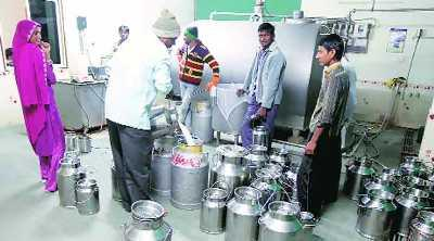 government-ask-amul-to-open-bank-accounts-of-every-milk-producers-by-jan-2017-english.jpeg