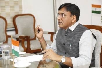 mandaviya-holds-meeting-with-state-agriculture-ministers-asserts-no-shortage-fertilizers-in-the-country-english.jpeg