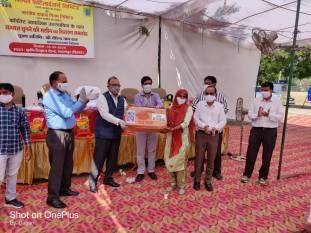 nfl-distributes-cotton-plucking-machines-to-farmers-in-haryana-english.jpeg