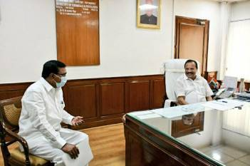significant-spurt-in-demand-for-fertilizers-across-the-country-due-to-ongoing-kharif-season-says-sadananda-gowda-english.jpeg